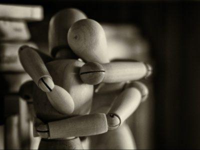 Two wooden manikins hugging